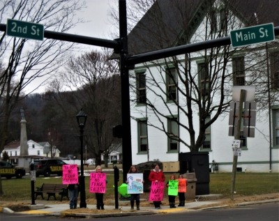 Public awareness event at Coudersport Courthouse square
