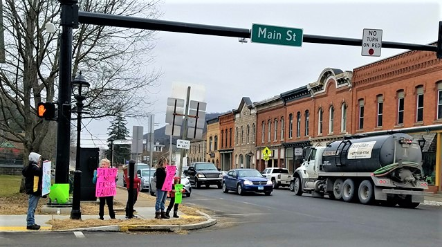 Admirable Pics From Public Awareness Event At Coudersport Courthouse Download Free Architecture Designs Rallybritishbridgeorg